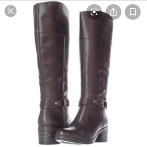 Excellent condition leather wide calf riding boot.